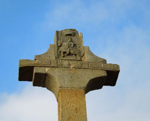 Macduff town cross