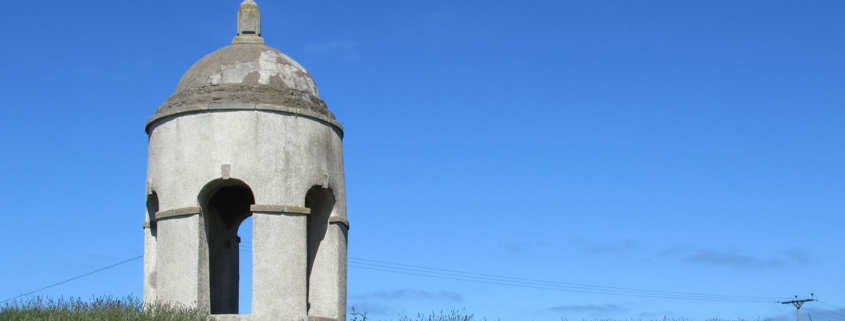Photo of the Temple of Venus against a bright blue sky